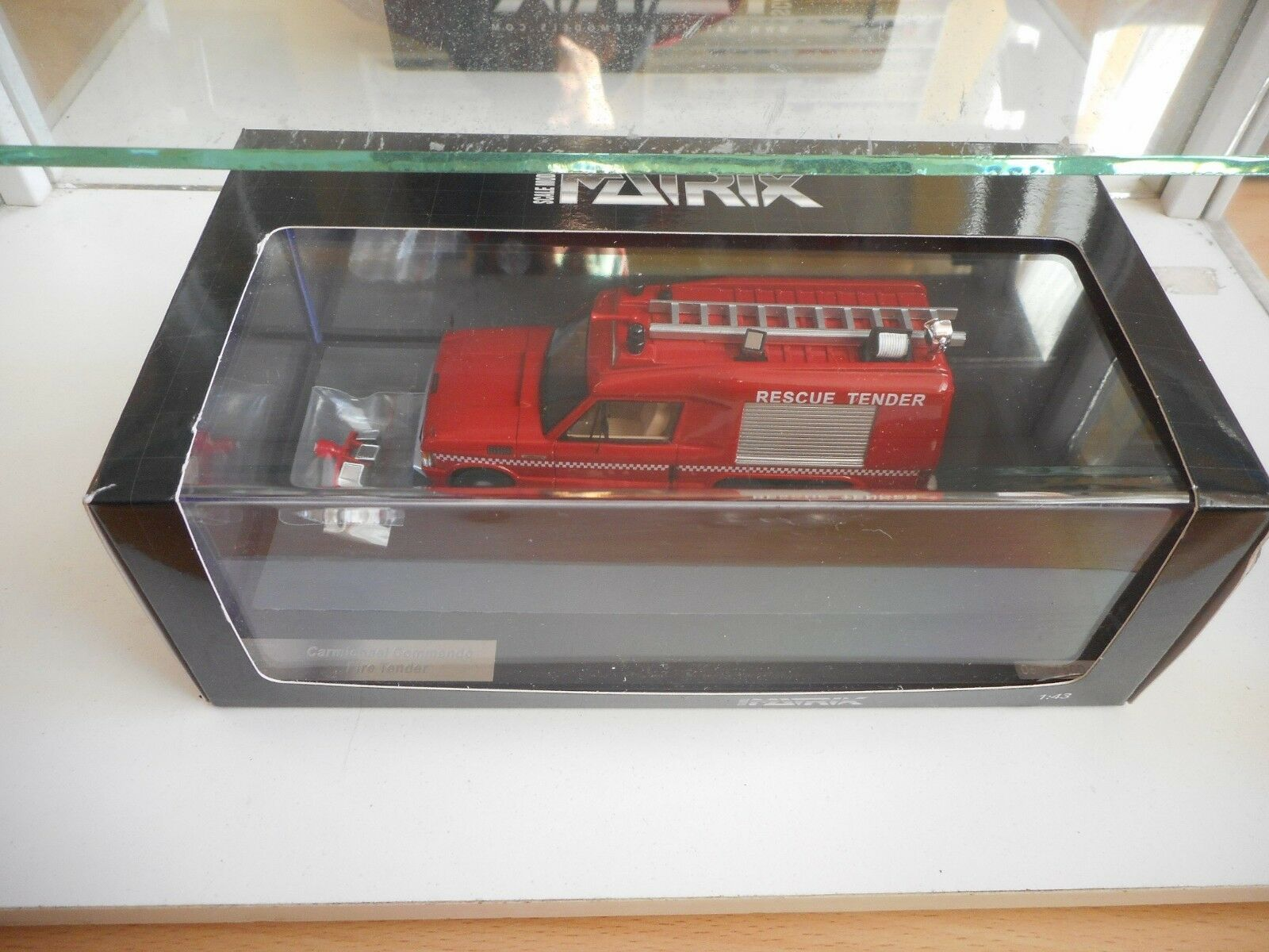 Matrix Scale Models Models Models Carmicheal Commando Fire Tender in Red on 1 43 in Box 095117