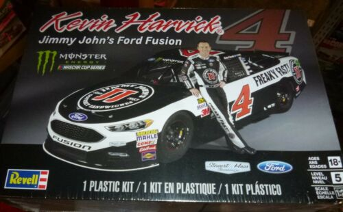 REVELL 85-4218 KEVIN HARVICK JIMMY JOHNS FORD FUSION 1//24 Model Car Mountain FS