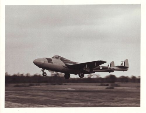 BRITISH VAMPIRE JET FIGHTER PLANE DE HAVILLIND 1945