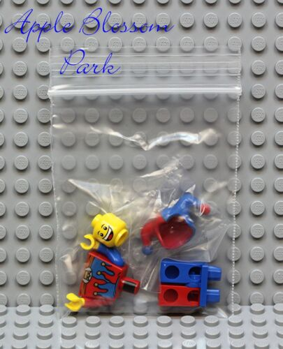 Castle Kingdoms Minifigure 7079 NEW Lego Court JESTER Minifig w//Red /& Blue Hat