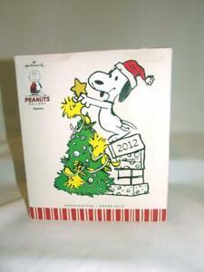 NEW-SNOOPY-WOODSTOCK-PEANUTS-CHRISTMAS-TREE-HOLIDAY-2012-HALLMARK-FIGURINE