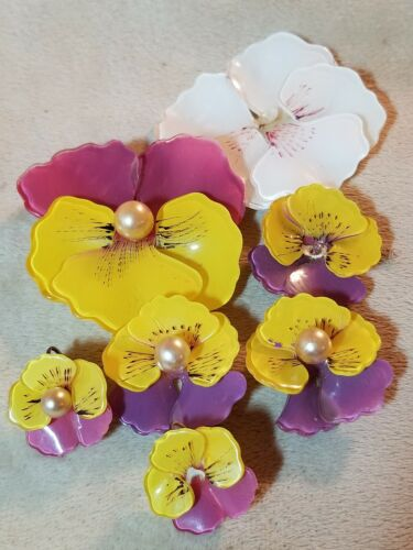 Vintage Reverse Painted Lucite Jewelry Pansy Flowe