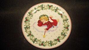 GOEBEL-CHRISTMAS-HOLIDAY-PLATE-CHERYL-JOHNSON-ANGEL-GIRL-ON-CLOUD