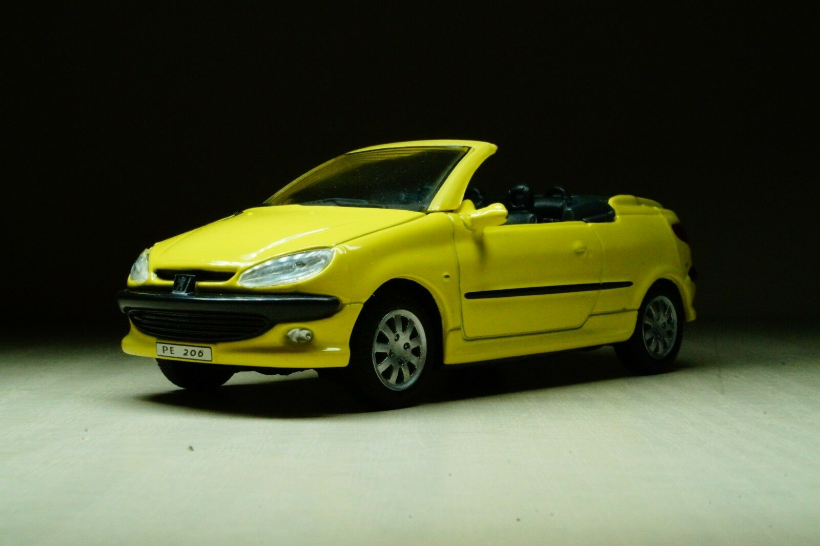PEUGEOT 206 CC COUPE diecast model car IXO ALTAYA 1//43