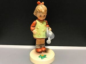 Hummel-Figurine-74-Die-Small-Lady-Gardener-4-3-8in-First-Choice-Top-Condition