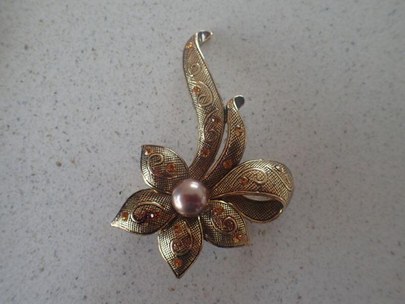 Vintage Gold Tone Flower Brooch (lot Z33)