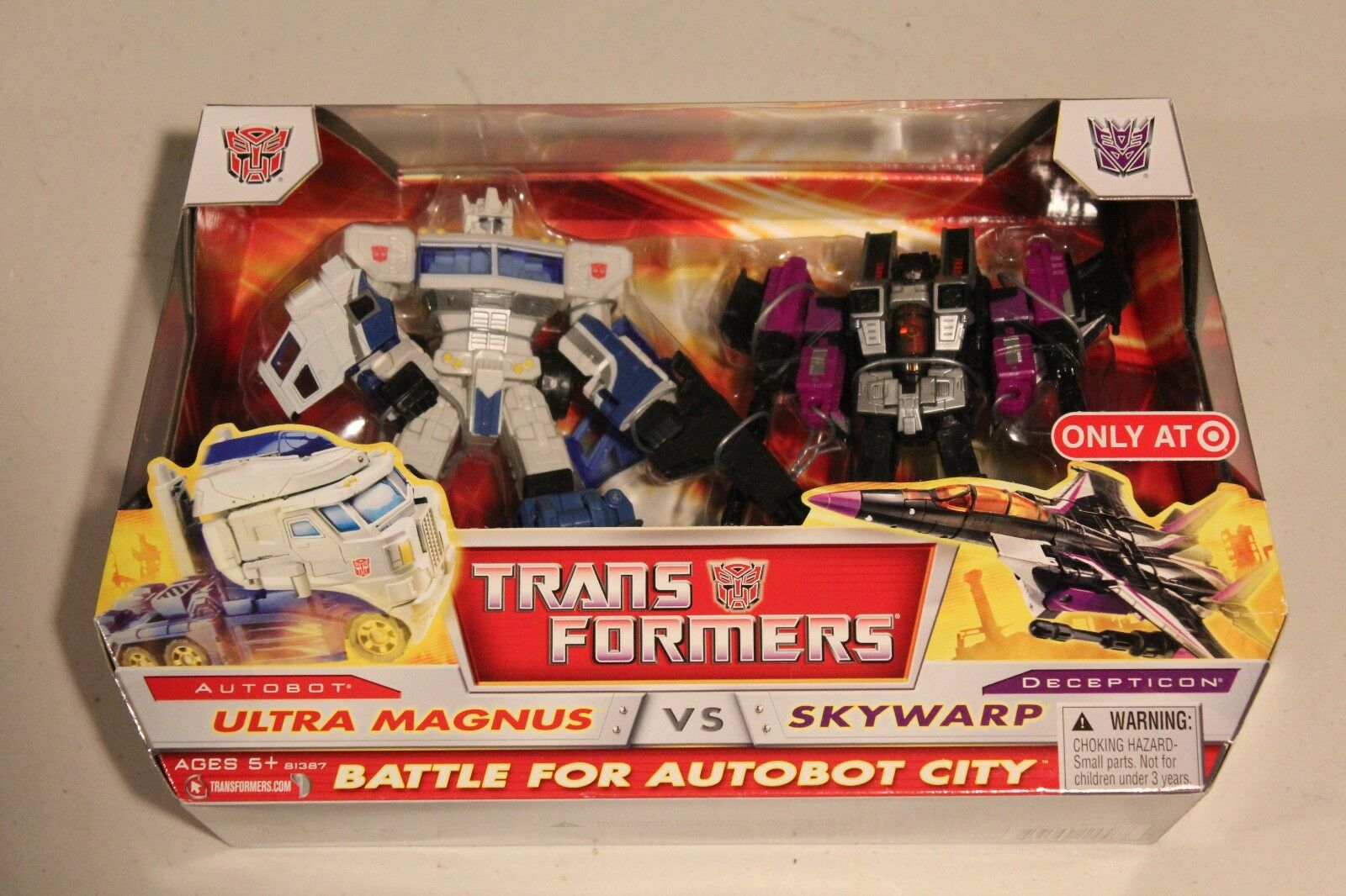Transformers Battle for Autobot City Ultra Magnus vs Skywarp TARGET EXCLUSIVE