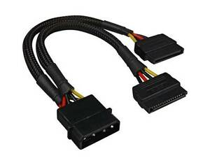 Sharkoon-Y-Adapter-4Pin-5-25-034-gt-2x-15Pin-SATA-Laenge-ca-15-cm-schwarz