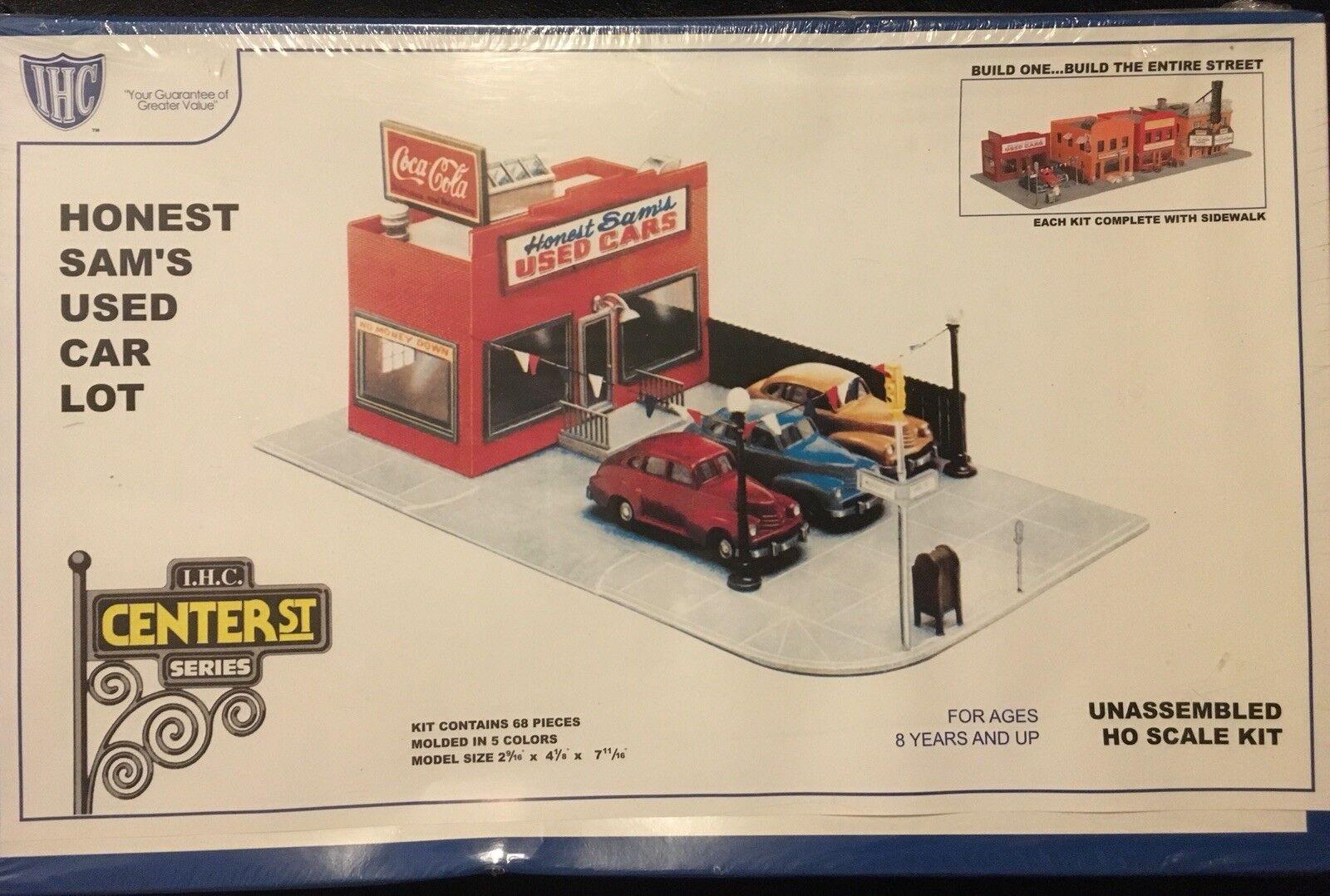 IHC ho Scale Kit 4-7796 Honest Sam's Used Car Lot Center St Series NIB