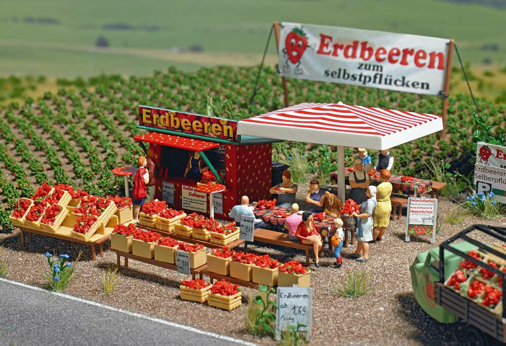 HO//00 Gauge  New Tracked 48 Post Busch 7725 Strawberry Seller