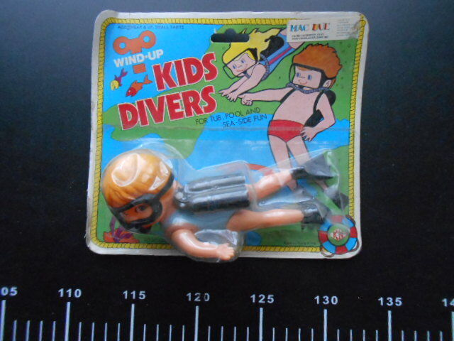 Collectible Toy OCEAN EXPLORER Awesome Kids Scuba Divers Wind Up Clockwork Play