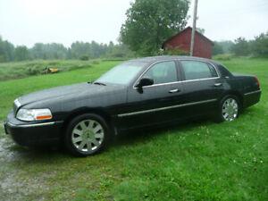 2005 Lincoln Town Car Sedan