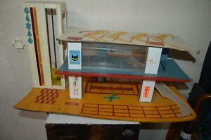 Old-Garage-Automobile-Wood-Kad-Marchal-Station-Service-Parking-2-Tier