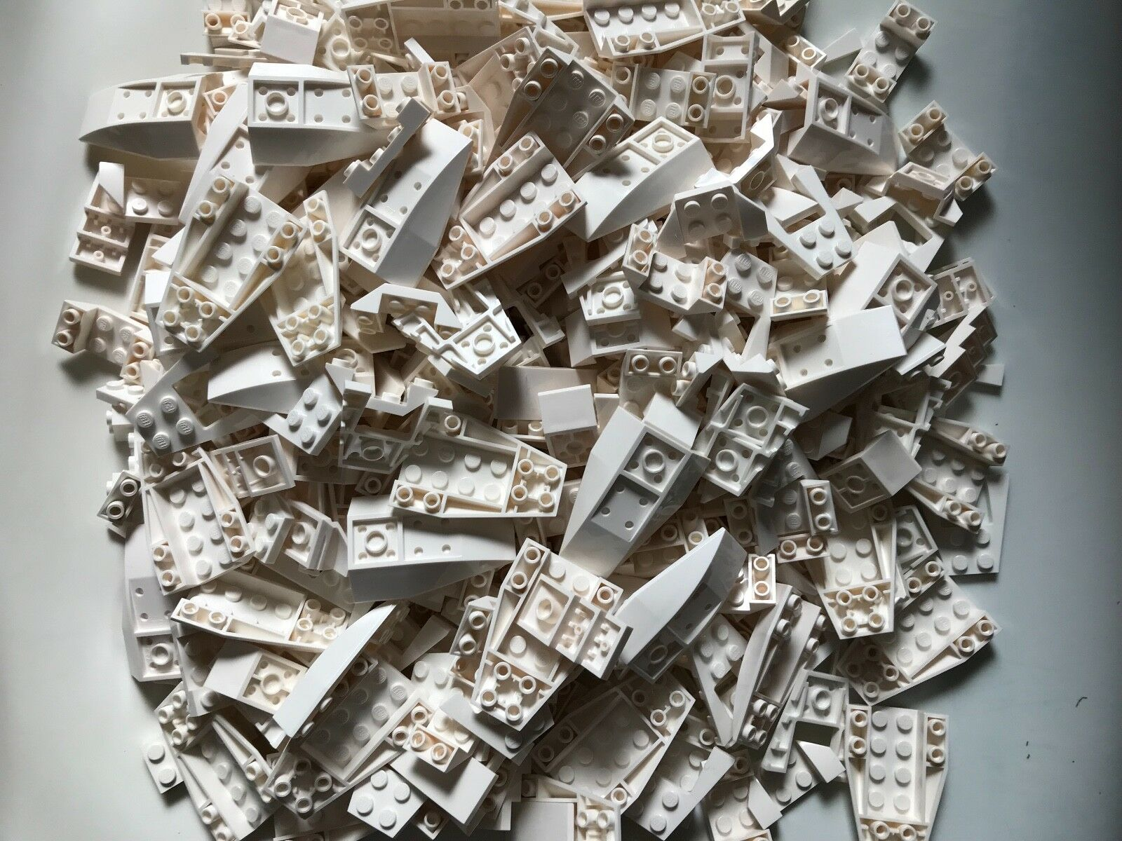 740g LEGO parts - Weiß lot - KEY PARTS FOR CARS SPEEDERS BOATS - 7 TYPES CITY
