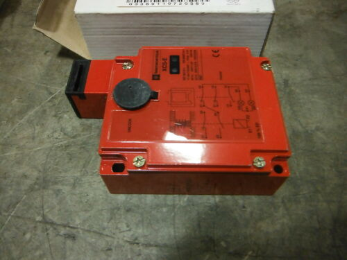 TELEMECANIQUE SAFETY INTERLOCK SWITCH XSC E7533 ~ NIB