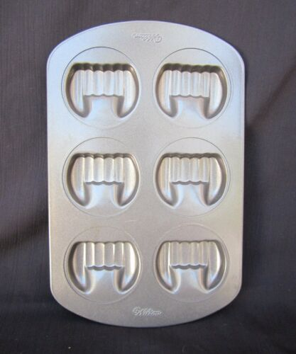 """WILTON"" VAMPIRE TEETH MuffinBaking Pan 12"" X 7.75"" Makes 6 Sets Of Teeth LK!"