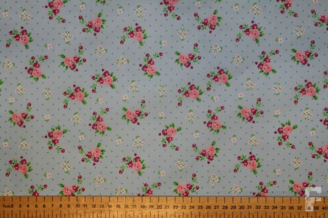 ROSES AND PIN SPOTS - PRINTED POLY COTTON FABRIC - WIDTH 112 CM - Free UK p&p