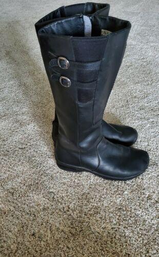 Womens Keen Bern Boots. Size 9