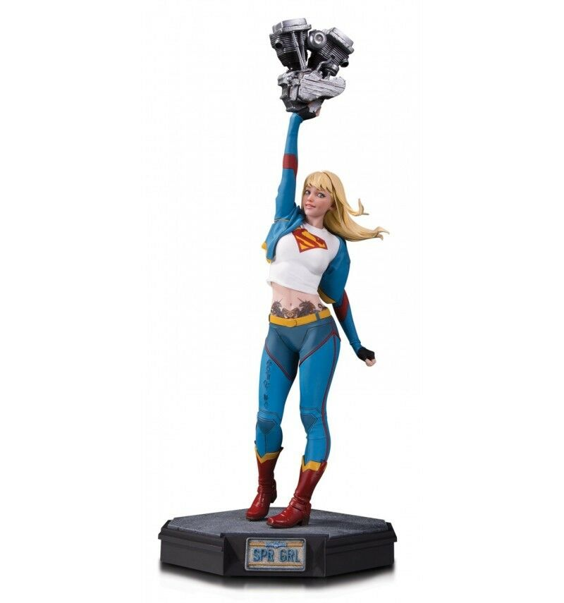 DC Direct Gotham City Garage staty Supergirl