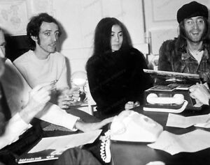 8x10-Print-John-Lennon-Yoko-Ono-Beatles-Candid-JL32800