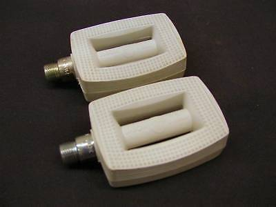 "WHITE UNION GERMAN 9/16"" CHILDRENS PEDALS RALEIGH TYPE CHOPPER ERA 70's OR 80's"