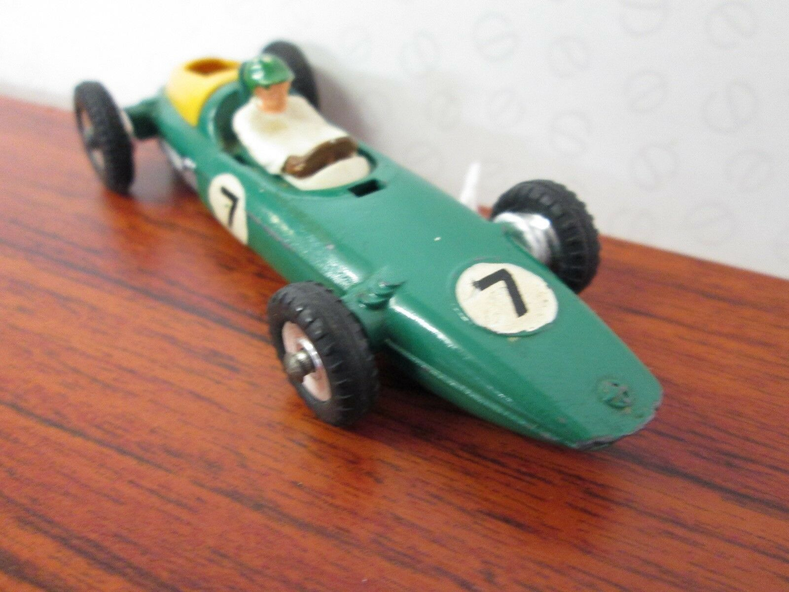 DINKY. BRM Racing Car. 1 43. 1963-71. Green. 243.