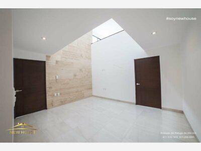 casa en venta de 3 habitaciones de 359 mts de terreno con cuarto de servicio