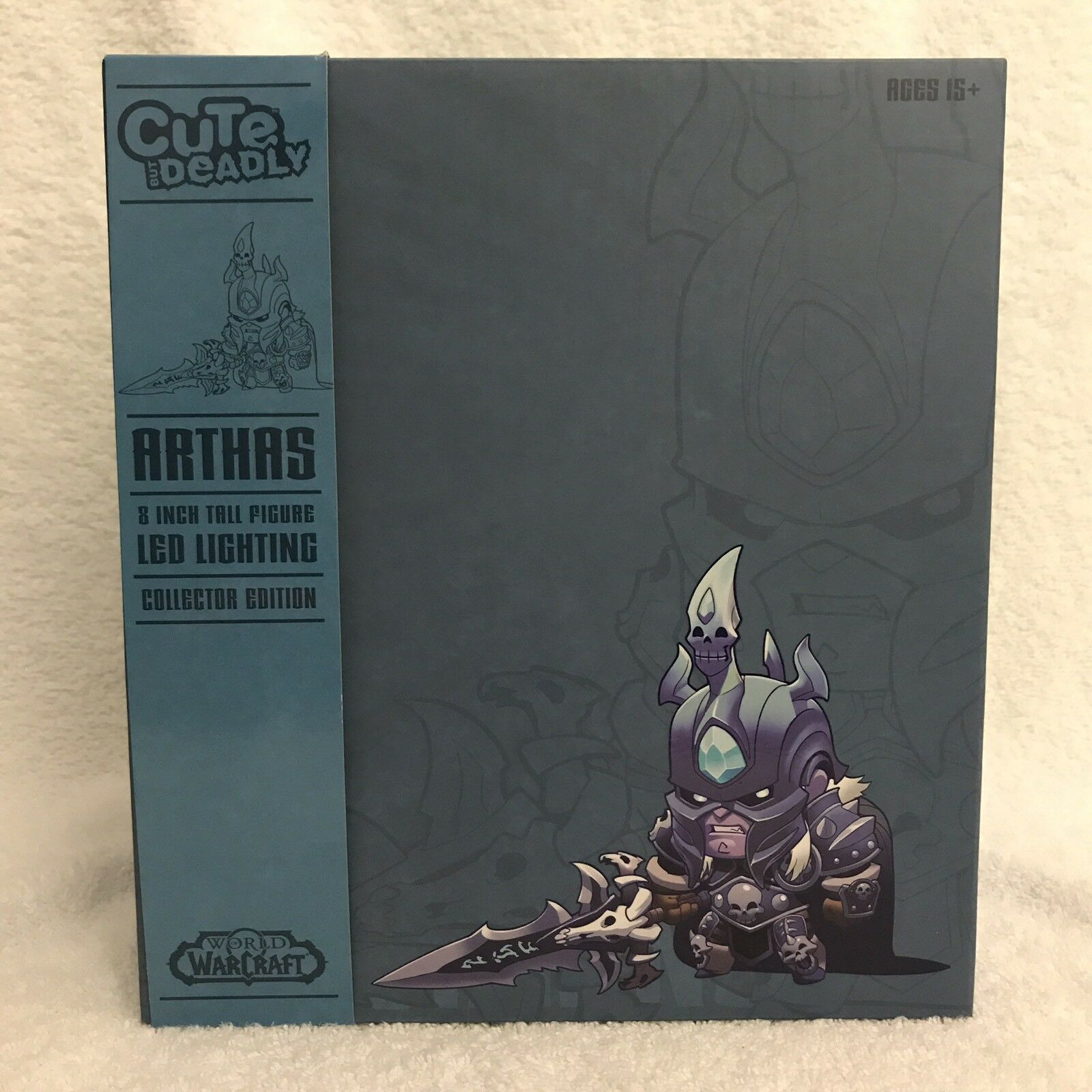 SDCC 2017 Exclusive  Colossal Cute But Deadly Arthas (Lights Up) BOX DAMAGED