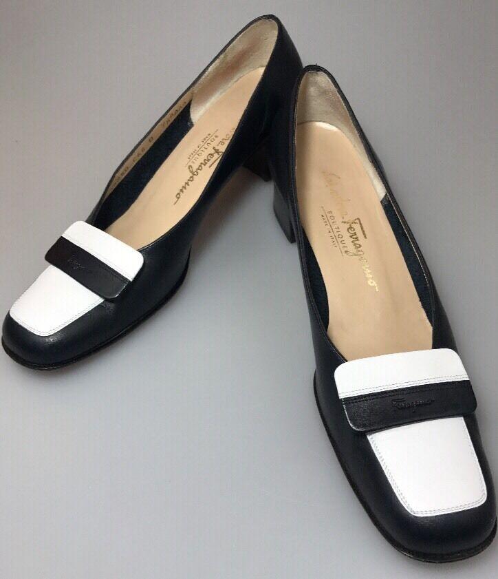 Salvatore Ferragamo Boutique Block Heel Pumps Größe 7.5 AAAA Navy WEISS Davidia