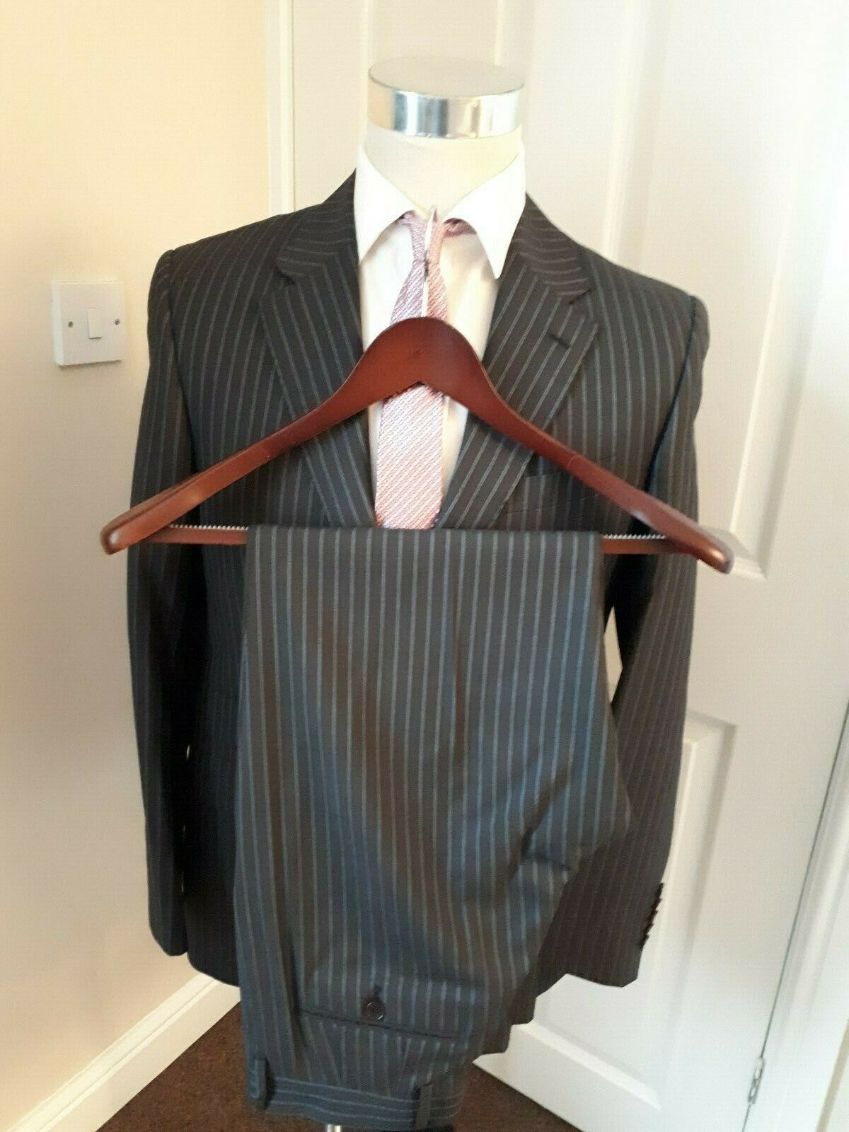 PAUL SMITH SUIT 38 R WITH PAUL SMITH SUIT COVER MADE IN ITALY IN GREAT CONDITION