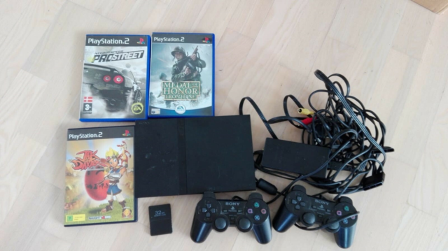 Playstation 2, God, Fin playstation med 3 spil, 32 mb…