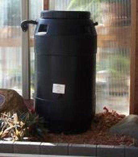aunt molly s 60 gallon black plastic rain barrel with rain water