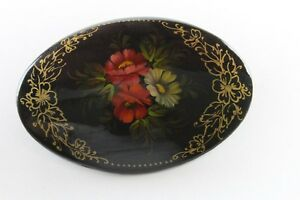 Vintage-Russian-Hand-Painted-Floral-Lacquer-Wood-Brooch-Pin-Gold-Tone-Details
