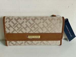 NEW-TOMMY-HILFIGER-BROWN-CONTINENTAL-CHECKBOOK-CLUTCH-PURSE-WALLET-SALE