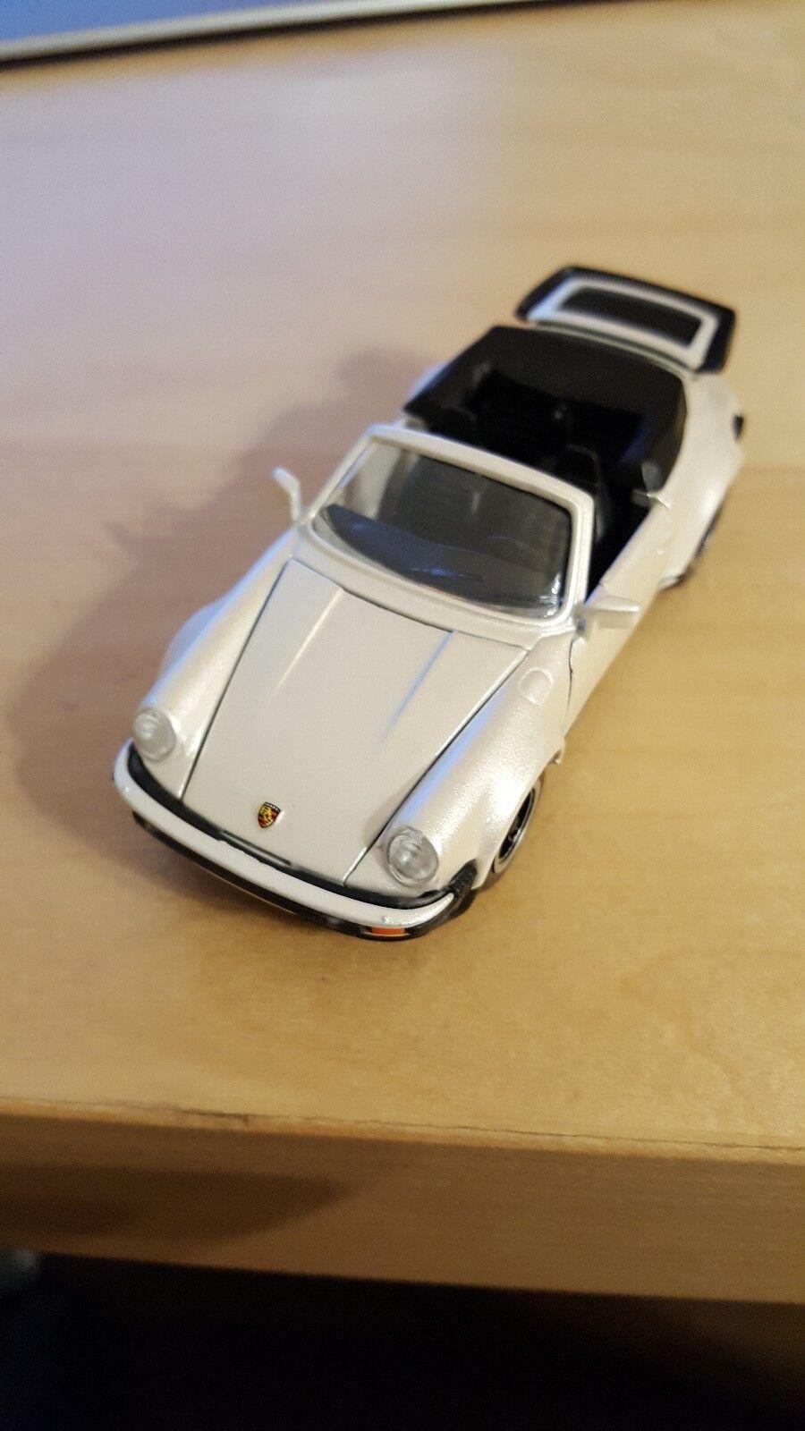 Porsche Turbo Cabriolet Perlmutwhite NZG Nr. 304