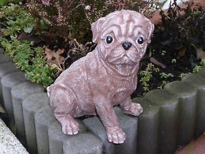 Steinfigur  Hund Mops sitzend terracotta