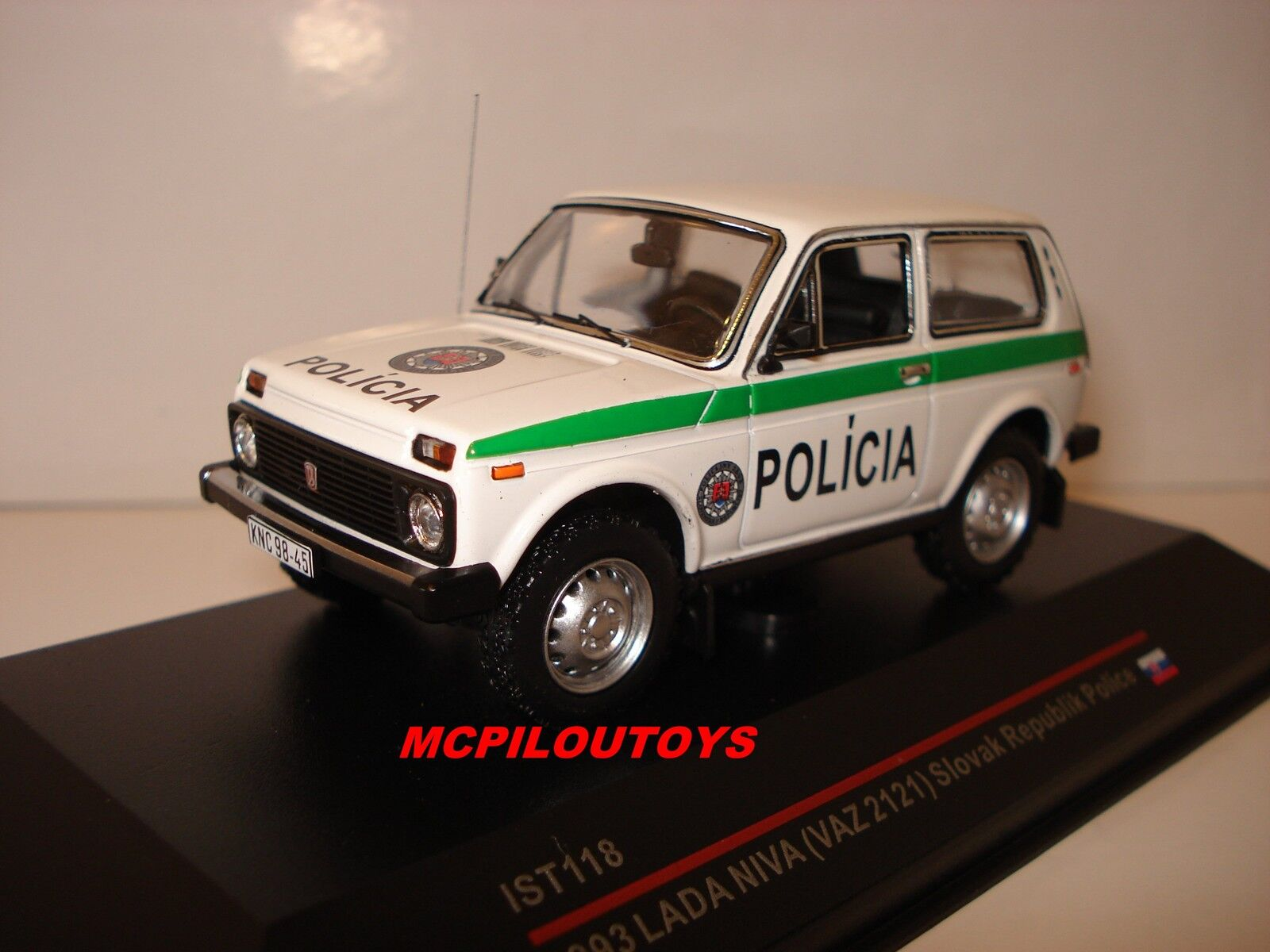 IST 118 LADA NIVA SLOVAK REPUBLIK POLICE 1993 au 1 43°