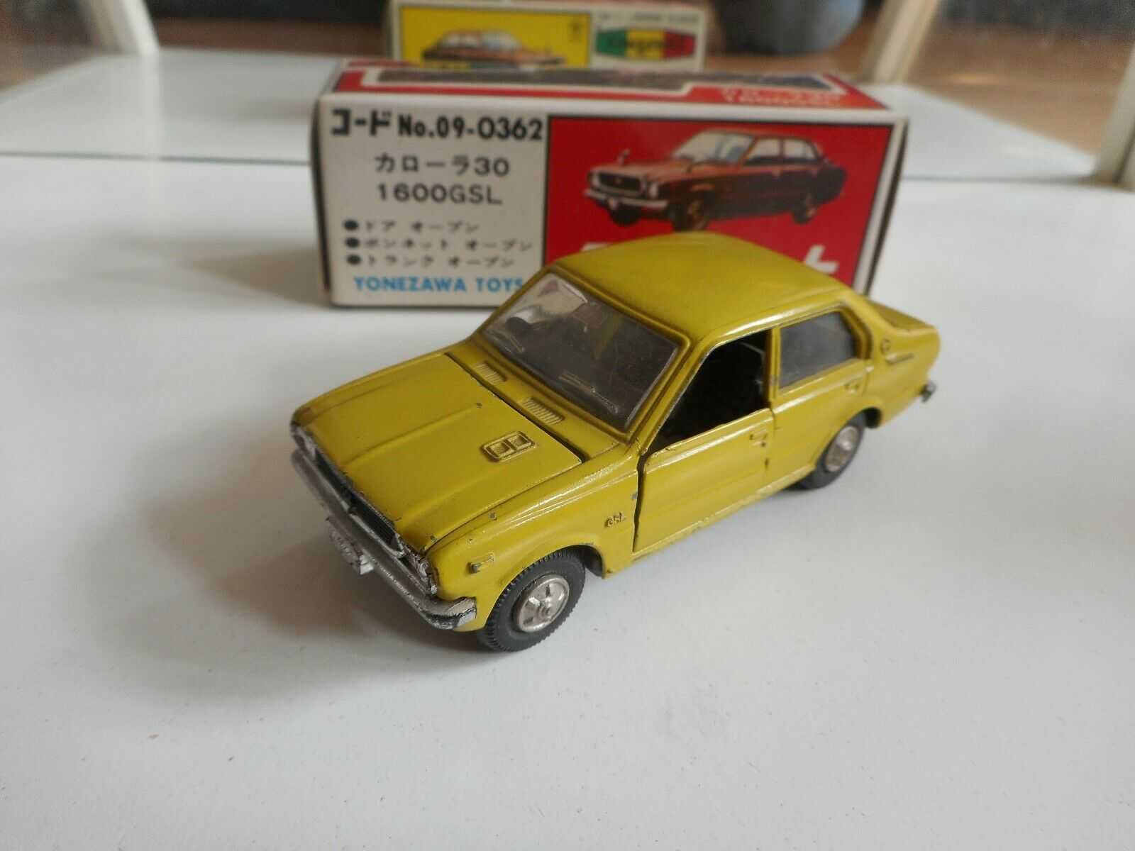 Yonezawa Diapet Toyota Corolla 30 1600 GSL in Light verde on 1 40 in Box