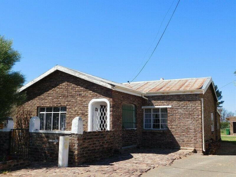 Three bedroom house with flatlet