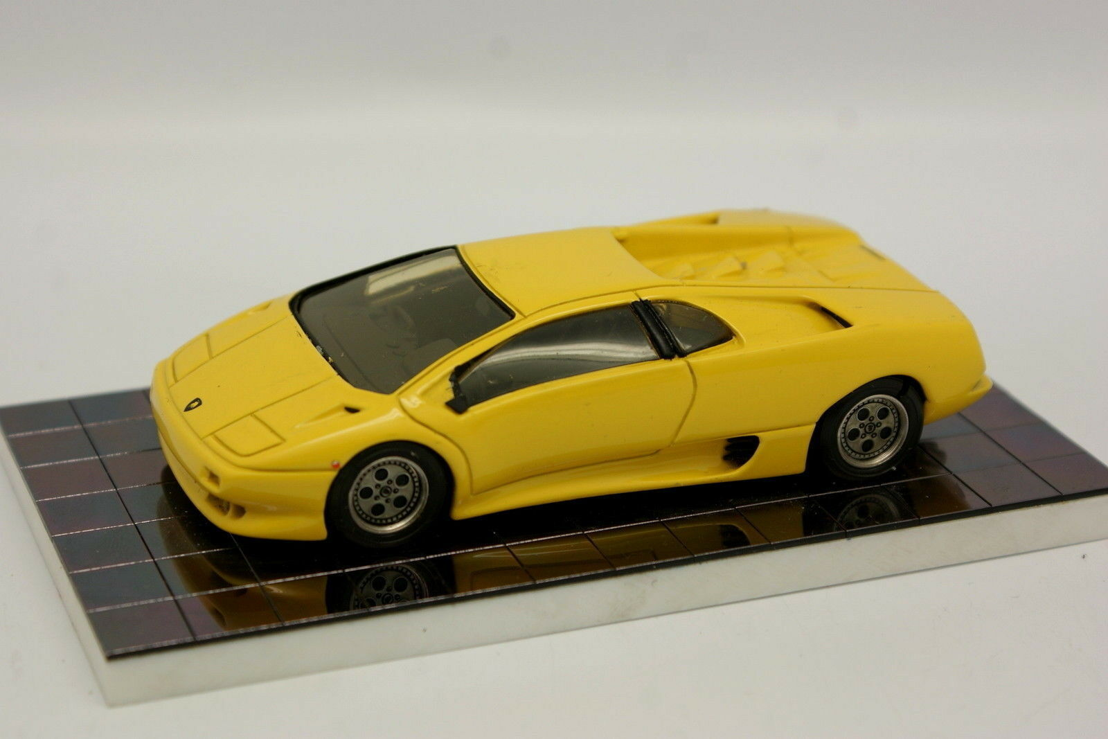 Heco Heco Heco Modelli kit montato 1 43 - Lamborghini Diablo Gialla c86082
