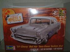 1/25 1957 CHEVROLET BEL AIR 2 DOOR 2in 1 STOCK OR CUSTOM , REVELL PLASTIC KIT