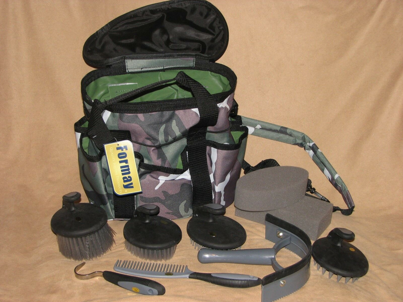 10  Piece Horse Pony Grooming Kit Palm Comfort Tools Carry Tote Bag GREEN CAMO  fast delivery