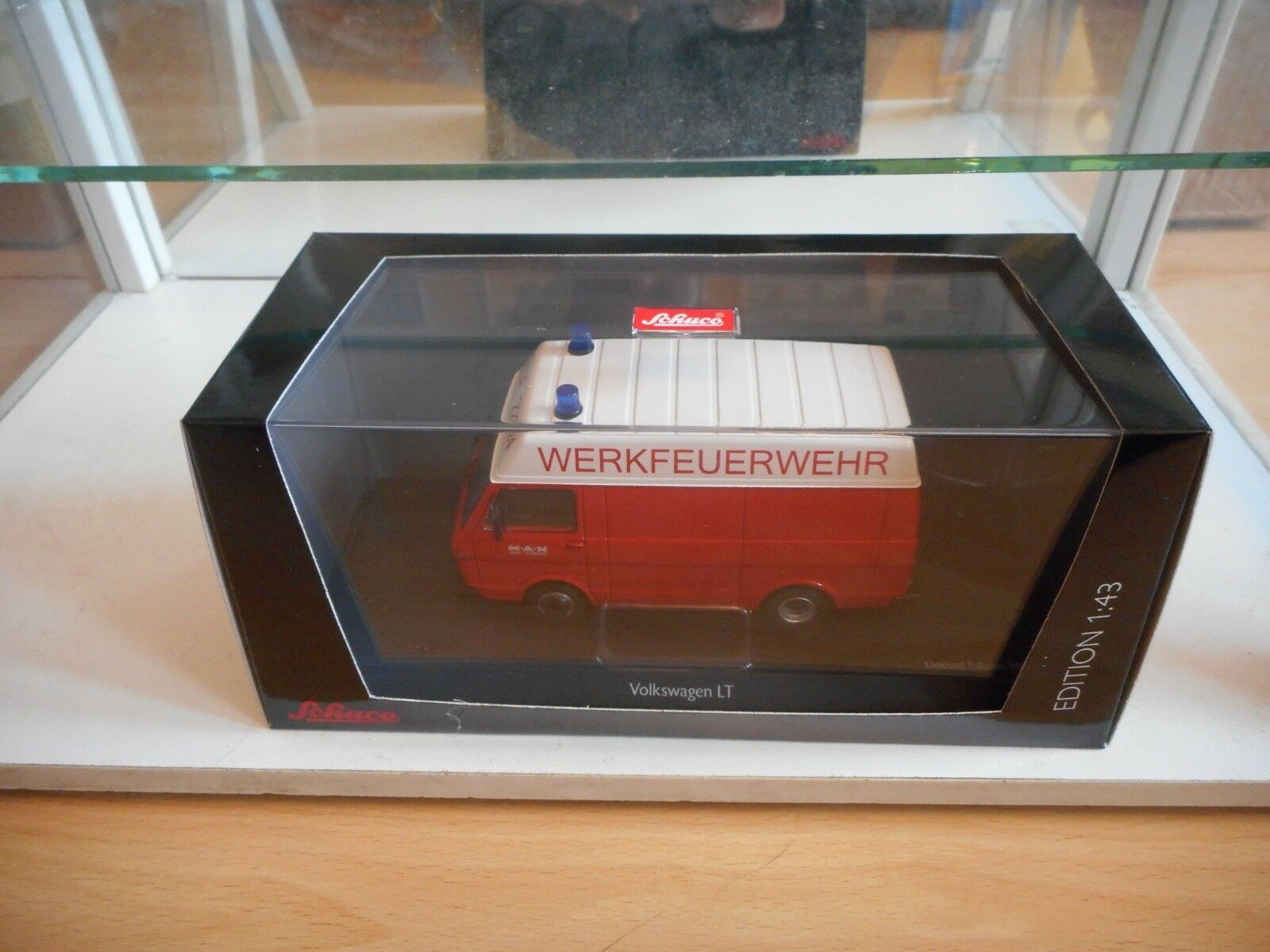 Schuco VW Volkswagen LT Werkfeuerwehr in Red on on on 1 43 in Box 791ad8
