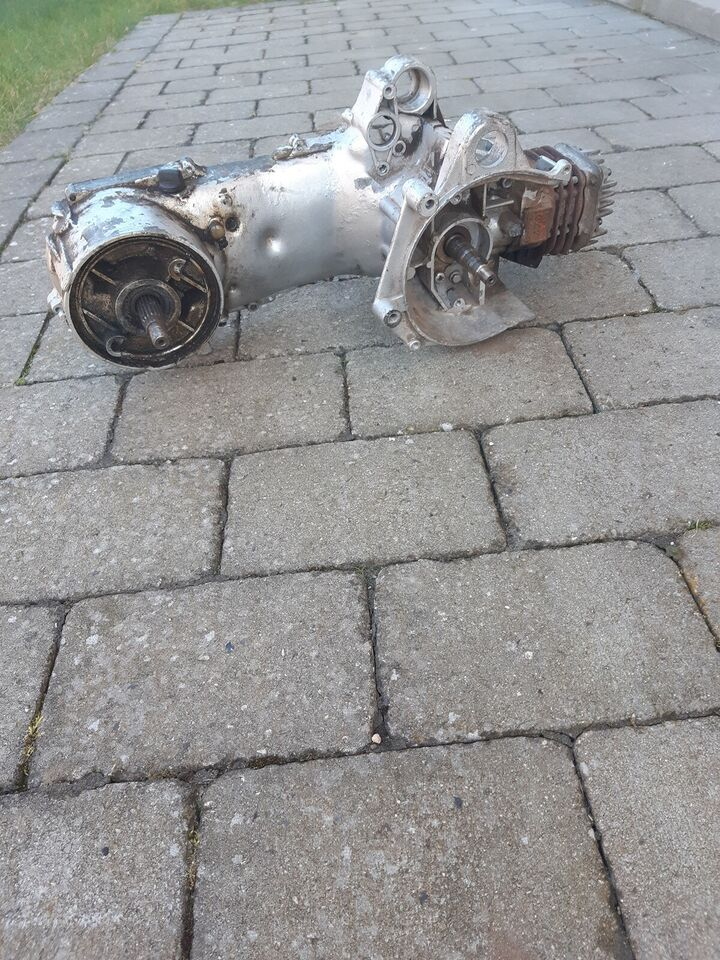 En hel masse reservedele til scooter