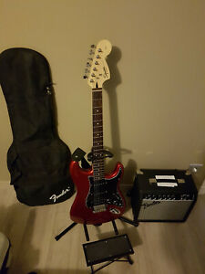 Pack Squier stratoscaster Affinity by Fender, Candy Apple Red + Ampli Fender