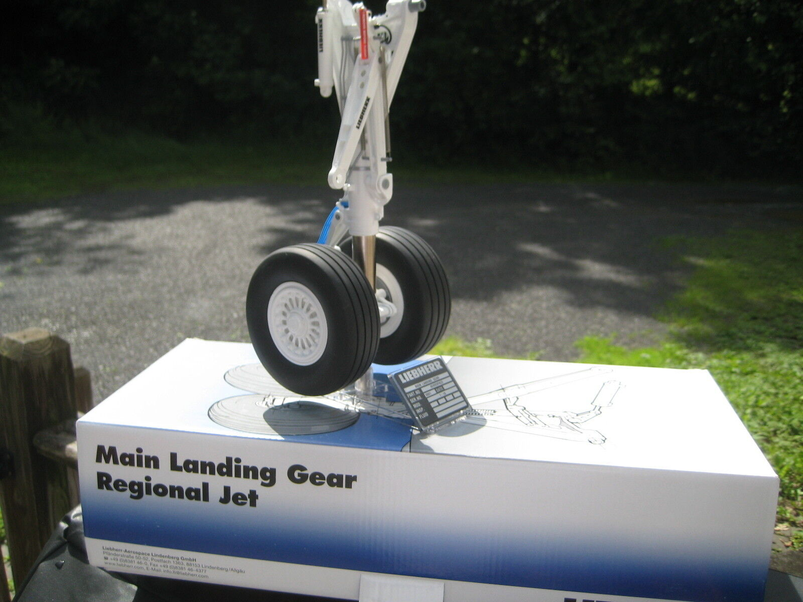 CONRAD Liebherr Landing gear Desk Display 1 10 NIB