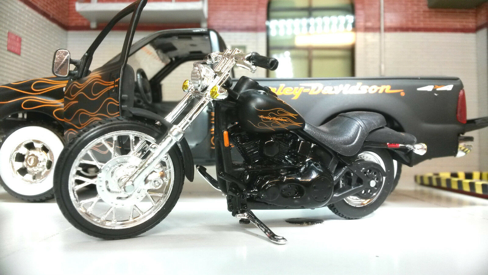 1 24 27 Scala Maisto 32181 Ford F350 & Harley Davidson Fx5tb Modellino Camion