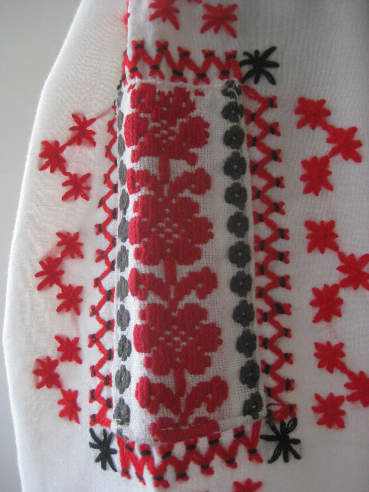 HUNGARIAN HAND Embroidered BLOUSE vintage - image 8
