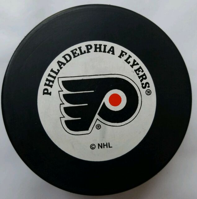 PHILADELPHIA FLYERS NHL OLD STYLE TRENCH MFG. OFFICIAL HOCKEY PUCK MADE IN SLOV