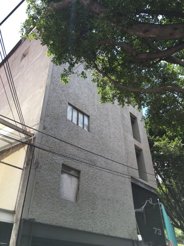 EDIFICIO DE OFICINAS EN OBRA GRIS, SUPER UBICACIÓN